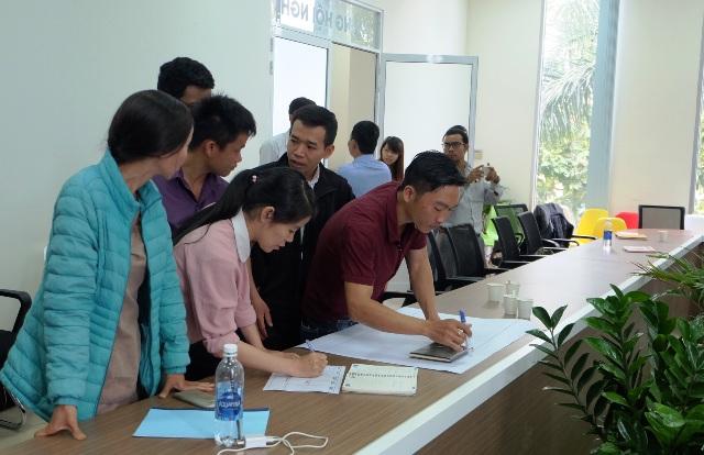 Các nhóm thực hành lên kế hoạch trình bày ý tưởng