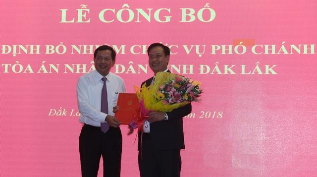 Công bố và trao quyết định bổ nhiệm chức vụ Phó Chánh án TAND tỉnh
