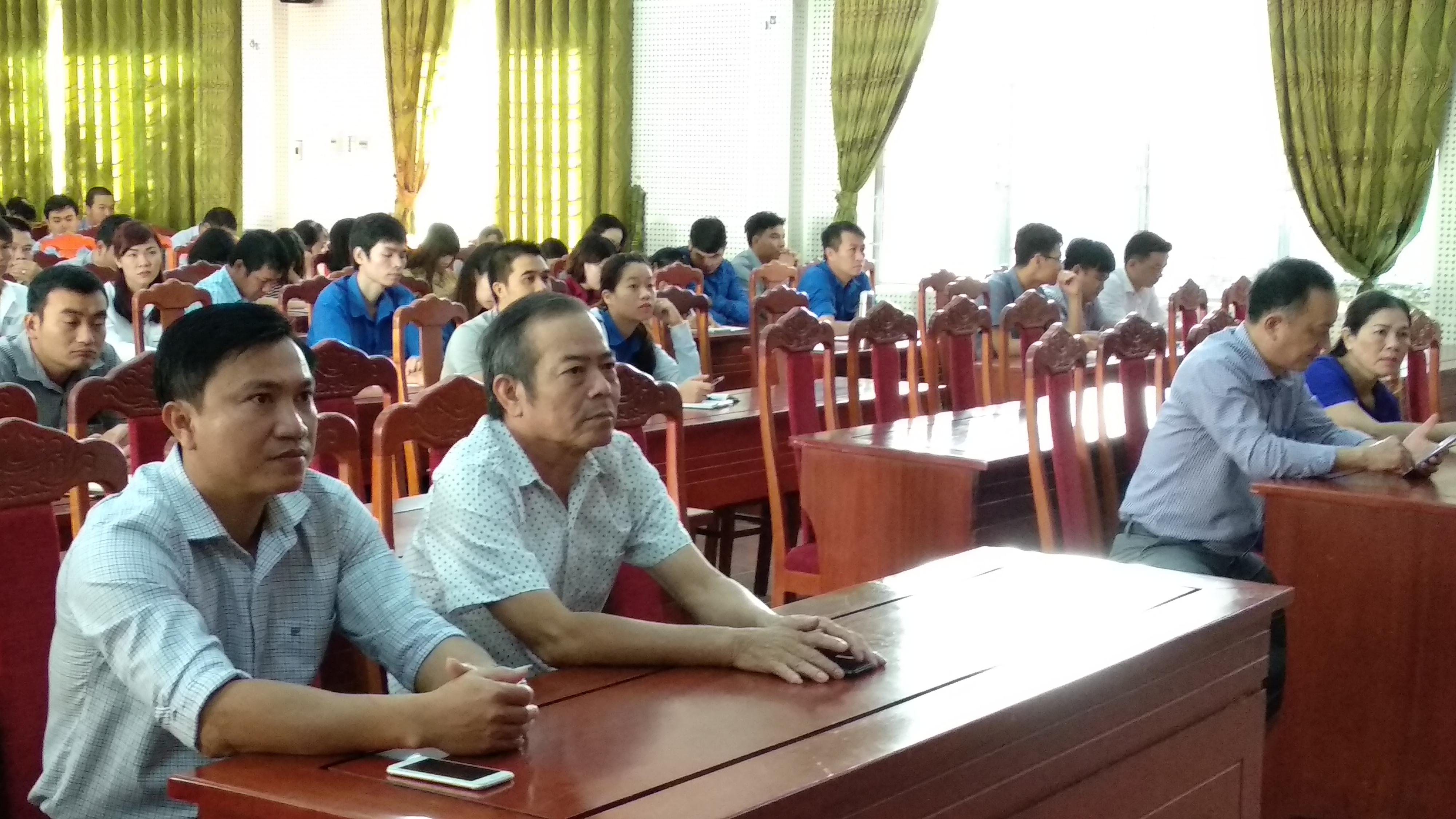 Khai giảng lớp bồi dưỡng kiến thức lý luận chính trị cho đảng viên mới