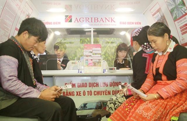 Agribank tỉnh Đắk Lắk: Trang bị xe ô tô chuyên dùng, phục vụ điểm giao dịch lưu động.