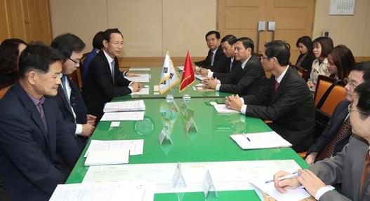Đoàn công tác tỉnh Đắk Lắk thăm và làm việc tại tỉnh Jeollabuk (Hàn Quốc)