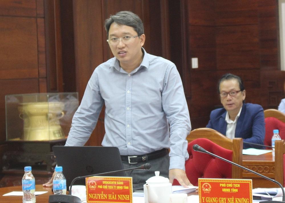 Đồng chí Nguyễn Hải Ninh - Ủy viên dự khuyết Trung ương Đảng, Phó Chủ tịch Thường trực UBND tỉnh phát biểu tại cuộc họp