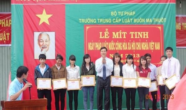 Nhìn lại 5 năm triển khai thực hiện hưởng ứng Ngày Pháp luật Việt Nam 09/11 của Trường Trung cấp Luật Buôn Ma Thuột