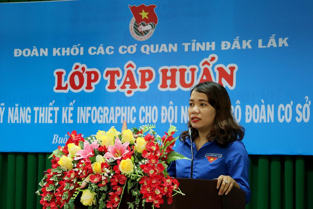 Bí thư Đoàn khối các cơ quan tỉnh Phan Thị Mỹ Lệ phát biểu khai mạc lớp tập huấn.