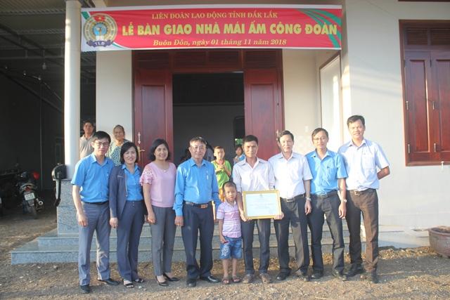 Bàn giao nhà cho anh Trương Văn Việt
