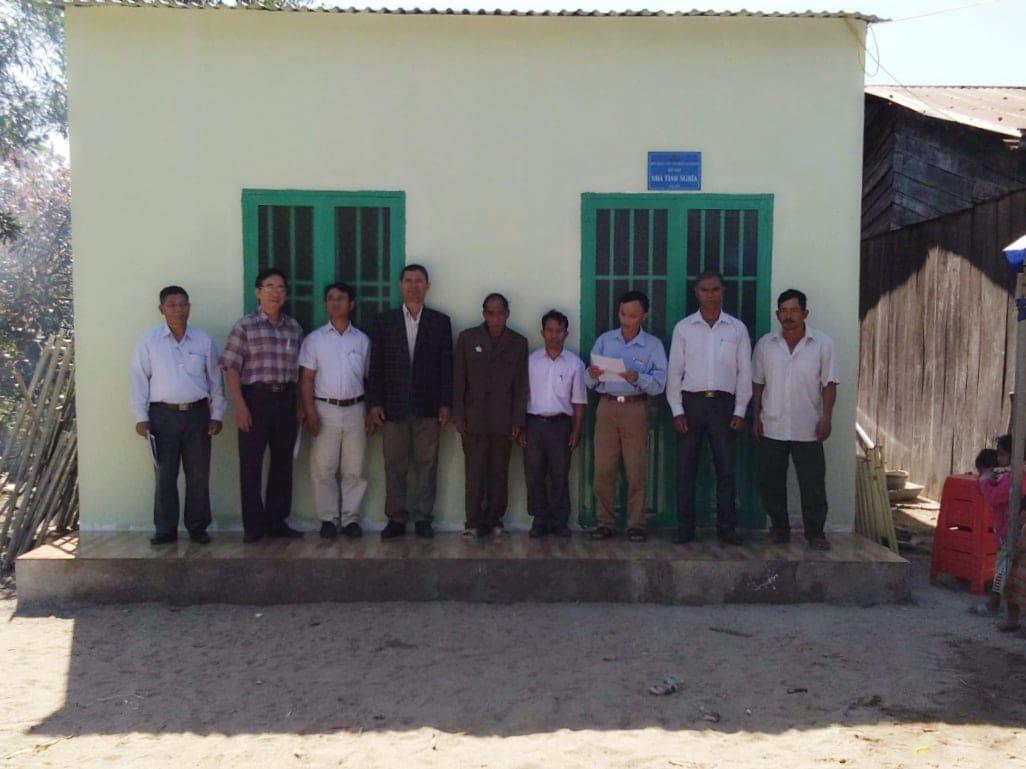 """Hội CCB huyện trao tặng nhà """"Nghĩa tình đồng đội"""" cho hội viên có hoàn cảnh khó khăn về nhà ở tại xã Krông Nô"""