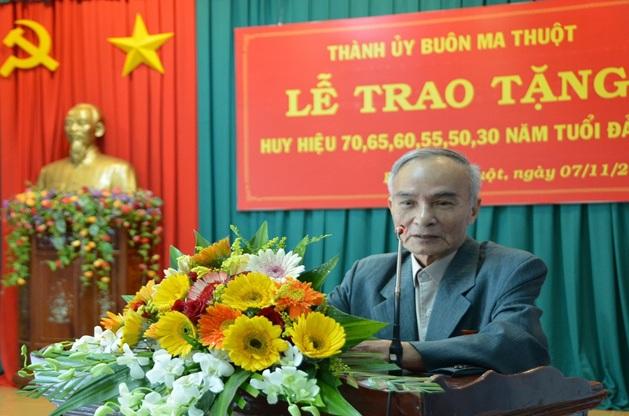 Đồng chí Nguyễn Mậu Dũng – Đảng viên nhận Huy hiệu 60 năm tuổi đảngphát biểu tại buổi lễ