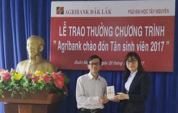 28 sinh viên Đắk Lắk trúng thưởng chương trình khuyến mại của ngân hàng Agribank
