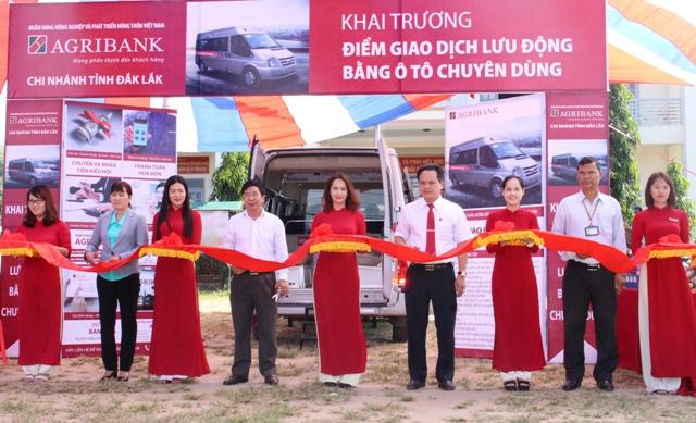 Agribank Đắk Lắk khai trương điểm giao dịch lưu động bằng ô tô chuyên dùng tại xã Krông Nô, huyện Lắk
