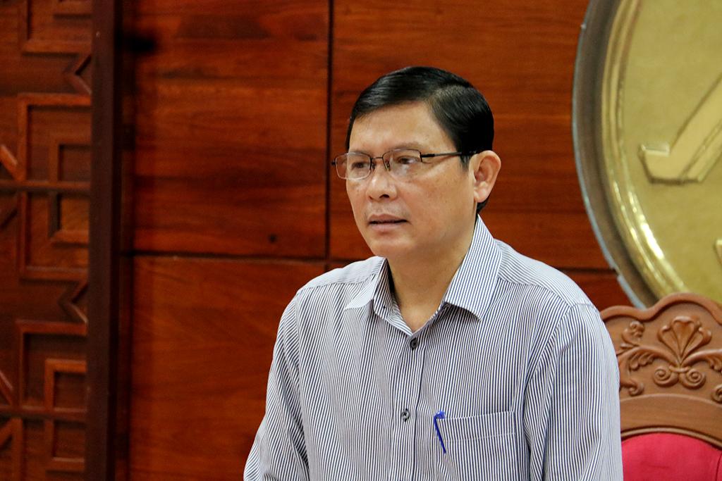 UBND tỉnh họp xử lý tình trạng quảng cáo, rao vặt trái phép trên địa bàn thành phố Buôn Ma Thuột