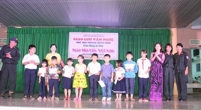 Trường Tiểu học Nguyễn Công Trứ tổ chức giao lưu nghệ thuật dân gian truyền thống và gây quỹ học bổng