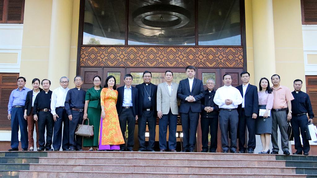 UBND tỉnh tiếp Đoàn Tổng Giám mục Marek Zalewski – Đặc phái viên không thường trú của Vatican tại Việt Nam đến chào xã giao