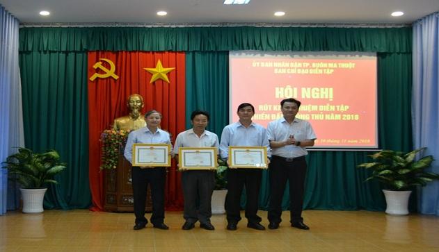 3 tập thể: xã EaTu, xã Hòa Phú và phường Tân Thành được UBND thành phố tặng giấy khen