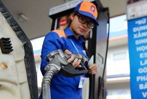 Giá xăng giảm mạnh hơn 1.500 đồng/lít
