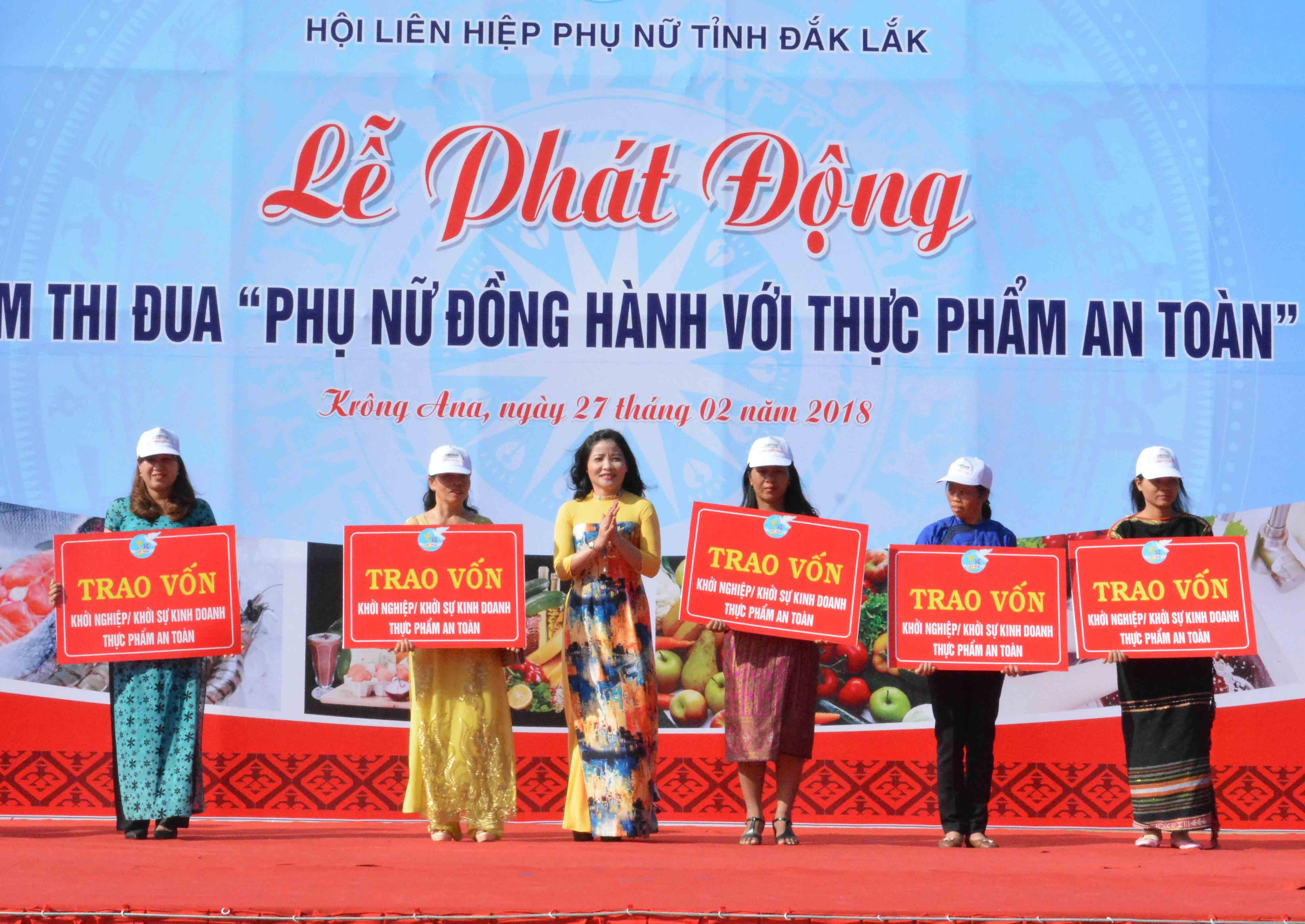 Hội LHPN tỉnh trao vốn cho phụ nữ khởi nghiệp