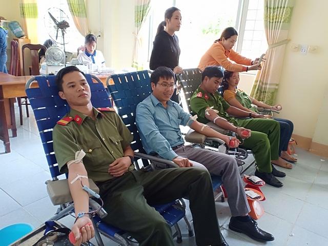 Huyện Lắk tổ chức Lễ trao giấy khen hiến máu tình nguyện nhiều lần