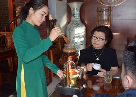 UBND thành phố Buôn Ma Thuột dành 400 triệu đồng phục vụ cà phê miễn phí tại Lễ hội Cà phê Buôn Ma Thuột lần thứ 7 năm 2019.