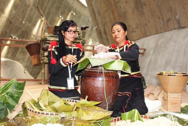 Hội thi ủ rượu cần: Tái hiện và phát triển văn hóa bản địa