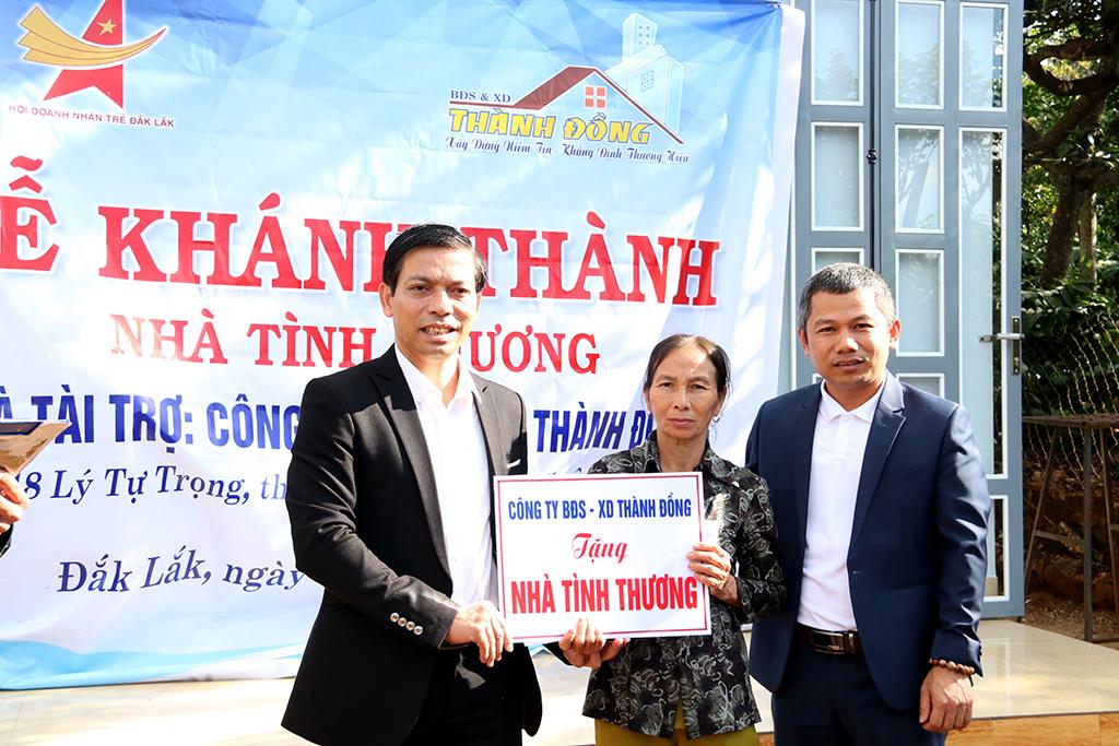 Trao nhà tình thương cho gia đình khó khăn tại thị trấn Quảng Phú, huyện Cư M'gar