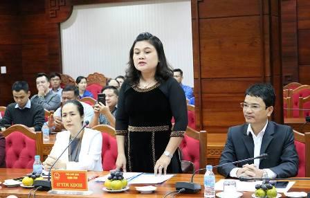 Đồng chí H'Yim kđoh, Phó Chủ tịch UBND tỉnh phát biểu tại buổi gặp mặt