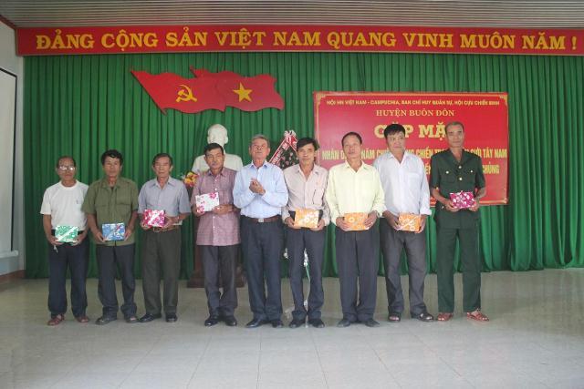 Huyện Buôn Đôn: Gặp mặt cựu chuyên gia, quân tình nguyện Việt Nam tại Campuchia