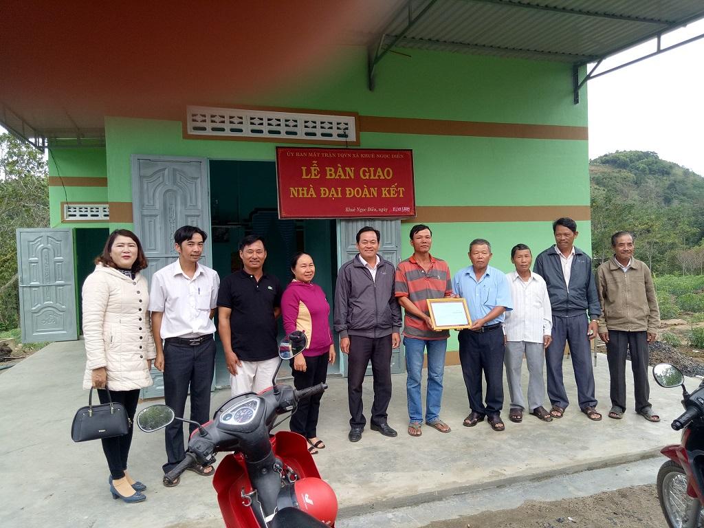 Bàn giao nhà Đại Đoàn kết cho hộ nghèo xã Khuê Ngọc Điền