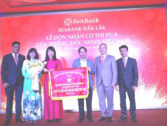 Ngân hàng SeABank Chi nhánh Đắk Lắk nhận Cờ Thi đua của Thống đốc ngân hàng Nhà nước Việt Nam