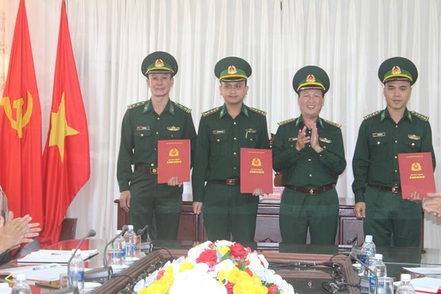 Trao quyết định điều động, bổ nhiệm cán bộ của Bộ Tư lệnh Bộ đội Biên phòng