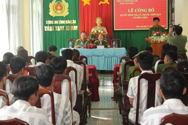 Trại tạm giam Đắk Lắk công bố quyết định tha tù trước thời hạn có điều kiện trong dịp Tết Nguyên đán Kỷ Hợi