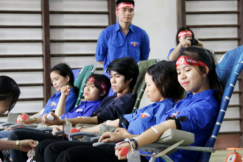 """""""Chủ nhật Đỏ"""" tiếp nhận 173 đơn vị máu tại Trường Cao đẳng sư phạm Đắk Lắk"""