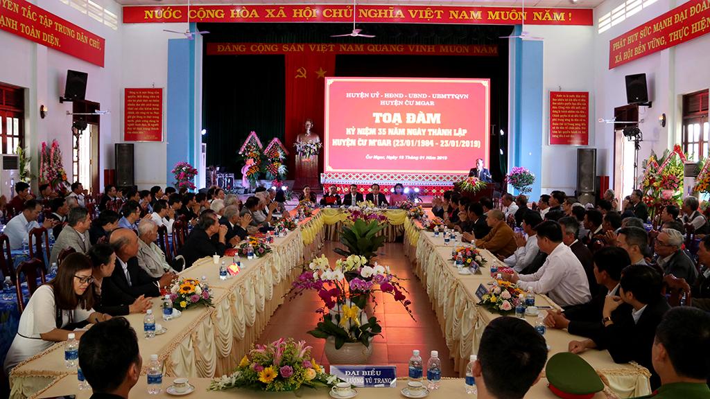 Cư M'gar tọa đàm kỷ niệm 35 năm ngày thành lập huyện