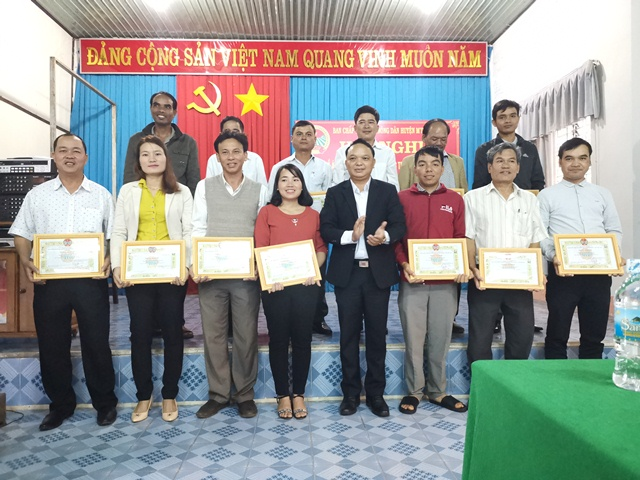Hội Nông dân huyện M'Đrắk: Tổ chức Hội nghị tổng kết Đề án 61, công tác Hội, phong trào nông dân năm 2018, triển khai phương hướng nhiệm vụ năm 2019