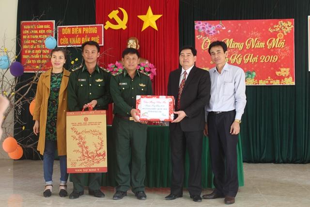Đoàn đại biểu Quốc hội tỉnh Đắk Lắk thăm, chúc tết  các đơn vị trong Bộ đội Biên phòng tỉnh