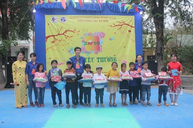 """Chương trình """"Xuân yêu thương năm 2019"""" tại xã Krông Na"""