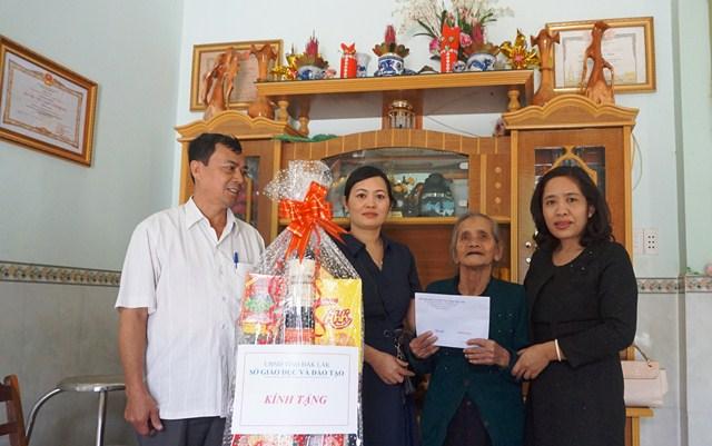 Sở GD& ĐT thăm hỏi, chúc Tết Mẹ Việt Nam Anh hùng