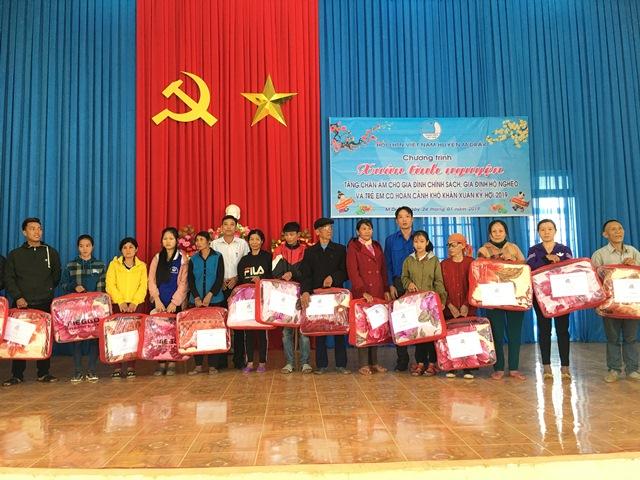 Huyện M'Đrắk nhiều hoạt động chăm lo cho học sinh nghèo vui Xuân, đón Tết.