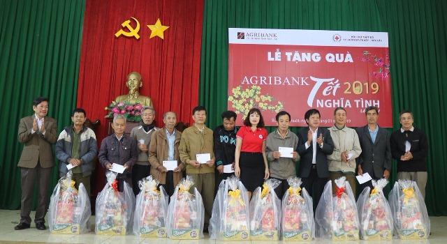 """Agribank chi nhánh tỉnh Đắk Lắk: Gần 700 triệu đồng tham gia """"Tết vì người nghèo và nạn nhân chất độc da cam"""" Xuân Kỷ Hợi - 2019."""