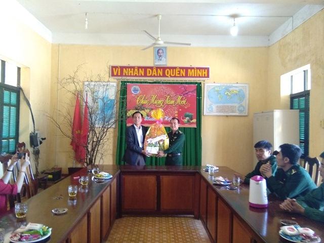 Huyện Cư Kuin thăm, tặng quà và chúc Tết Đồn Biên phòng 749 nhân dịp Tết Nguyên đán 2019