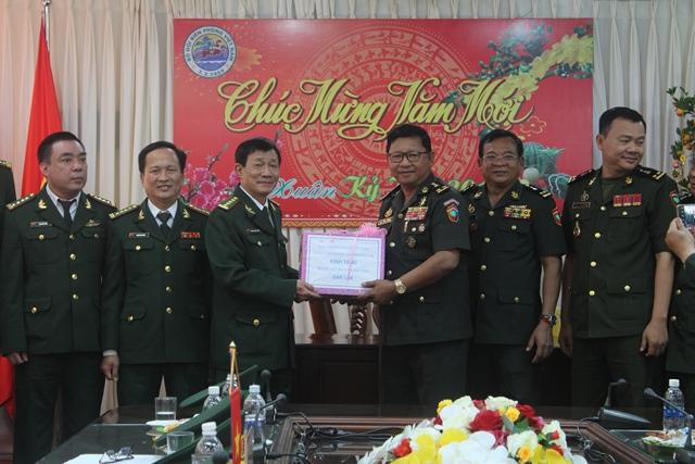 Cục Biên phòng, Bộ Tư lệnh Quân đội Hoàng gia Campuchia thăm chúc Tết Bộ đội Biên phòng tỉnh Đắk Lắk