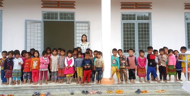 Niềm vui của học sinh nơi bản Mông