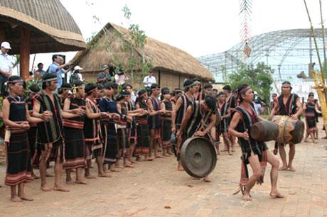 Phối hợp tổ chức các hoạt động, sự kiện Làng Văn hóa – Du lịch các dân tộc Việt Nam