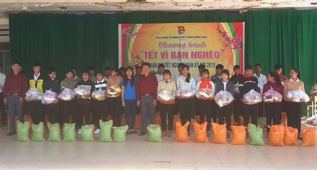 """Trường THPT Trần Hưng Đạo tổ chức Chương trình:  """"Tết vì bạn nghèo"""""""