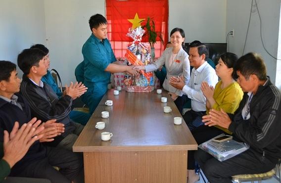 Thành ủy Buôn Ma Thuột thăm, tặng quà nhân dịp Tết Nguyên đán Kỷ Hợi 2019