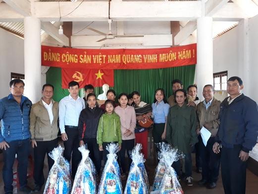 Trường Trung cấp Luật Buôn Ma Thuột tổ chức thăm và tặng quà Tết cho người nghèo