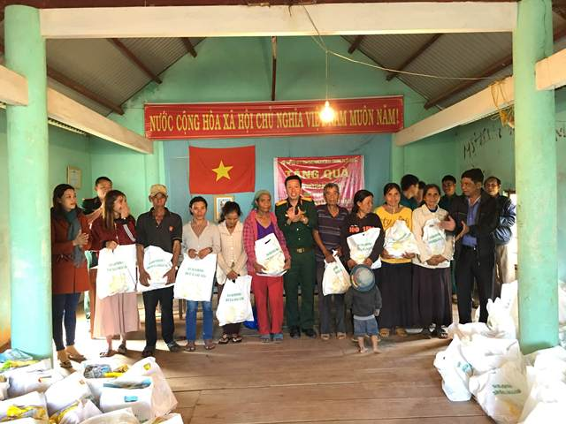 Ban Chỉ huy Quân sự huyện M'Đrắk: Chung tay chăm lo Tết cho người nghèo