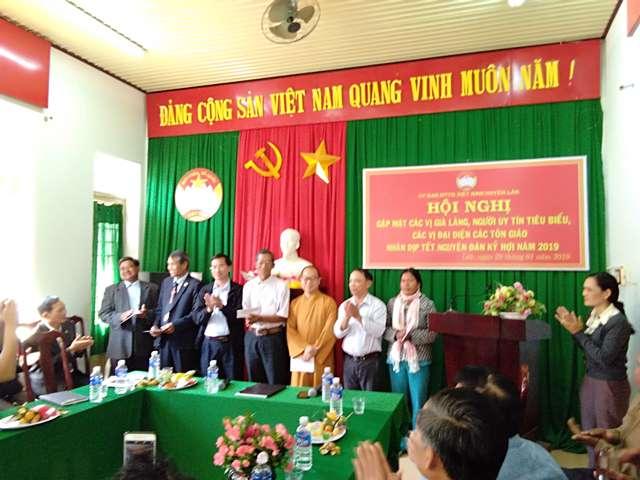 Huyện Lắk gặp mặt già làng, chức sắc tôn giáo, người có uy tín tiêu biểu