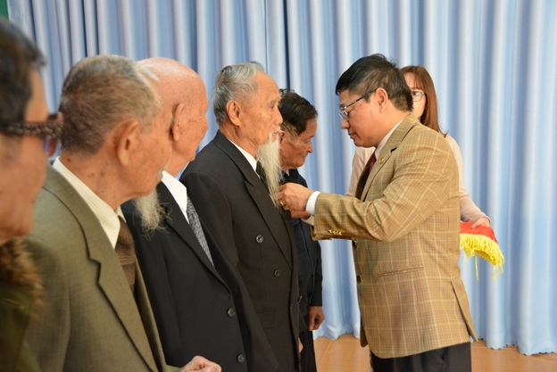Thành ủy Buôn Ma Thuột, trao Huy hiệu Đảng cho 60 đảng viên nhân kỷ niệm 89 năm Ngày thành lập Đảng Cộng sản Việt Nam (3-2-1930 – 3-2-2019).