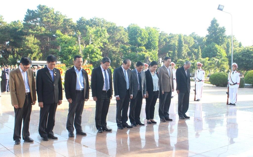 Lãnh đạo tỉnh viếng Nghĩa trang liệt sỹ nhân dịp Tết Nguyên đán Kỷ Hợi 2019