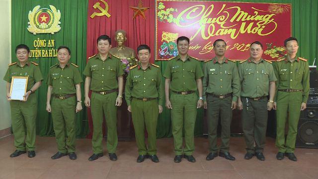 Trao thư khen và thưởng nóng Công an huyện Ea H'Leo