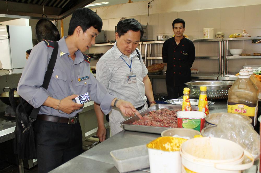 Giám sát an toàn thực phẩm trong thời gian diễn ra Lễ hội Cà phê Buôn Ma Thuột lần thứ 7 năm 2019
